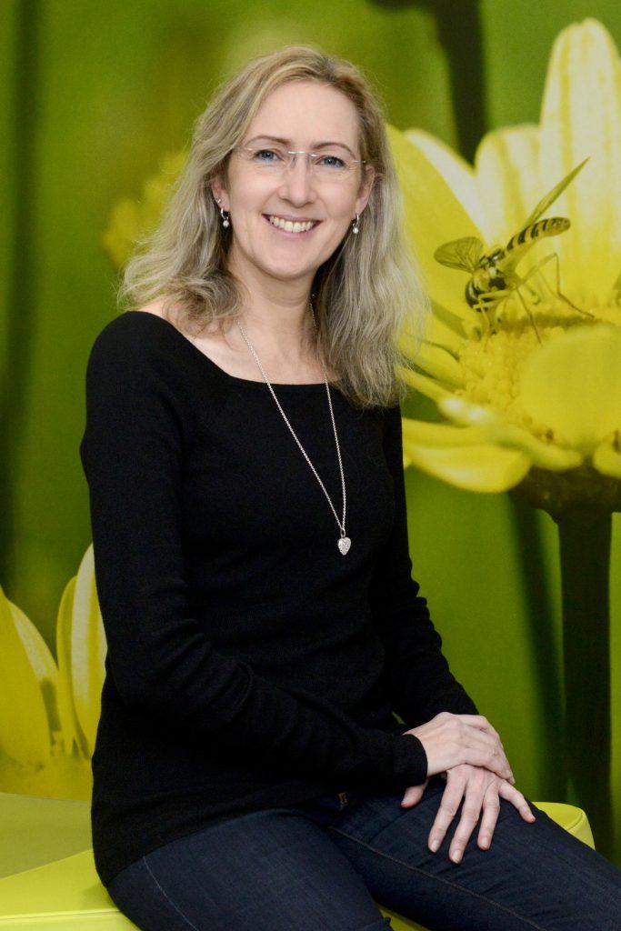 DR. MED. DENT. EVA-MARTINA TITTEL